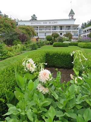 Garden in front of Hotel de Haro